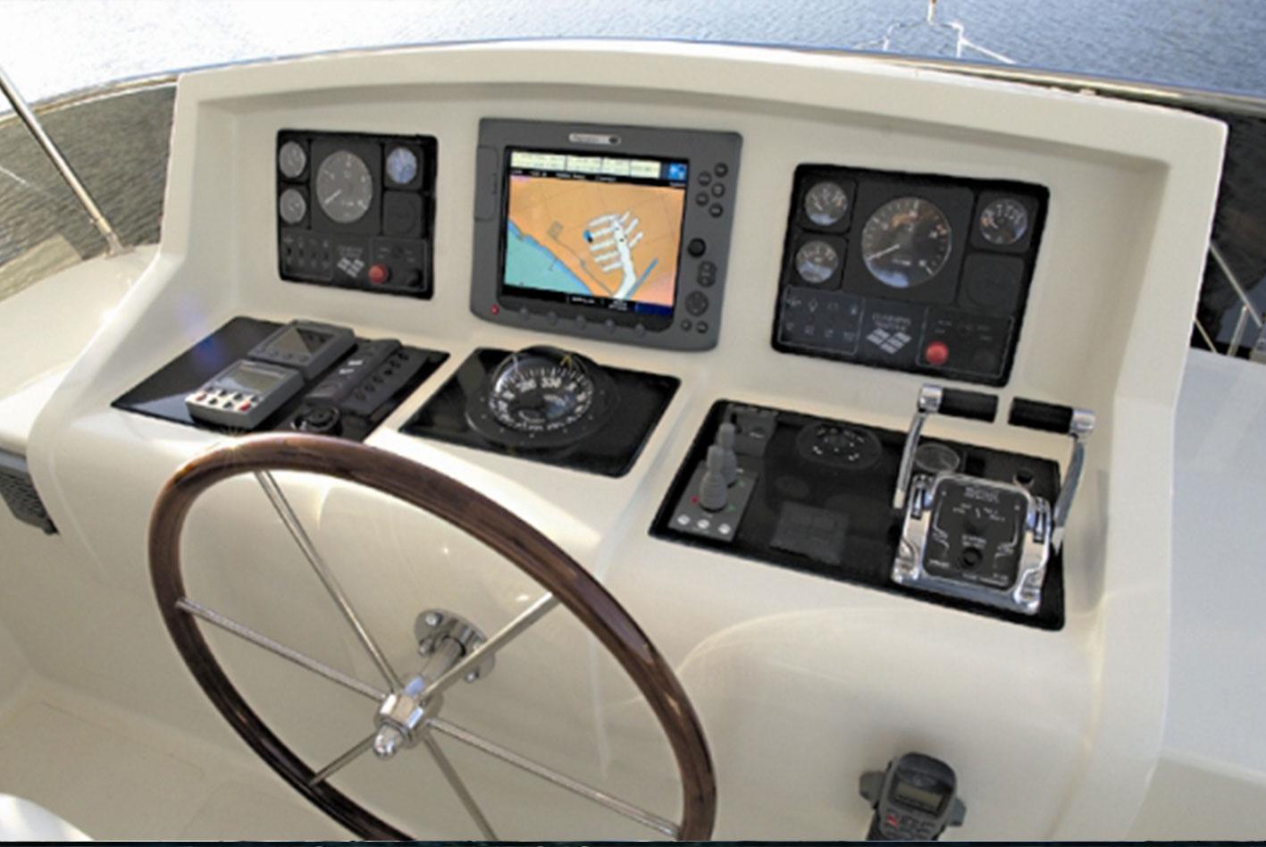 Alaska-48-flybridge-16