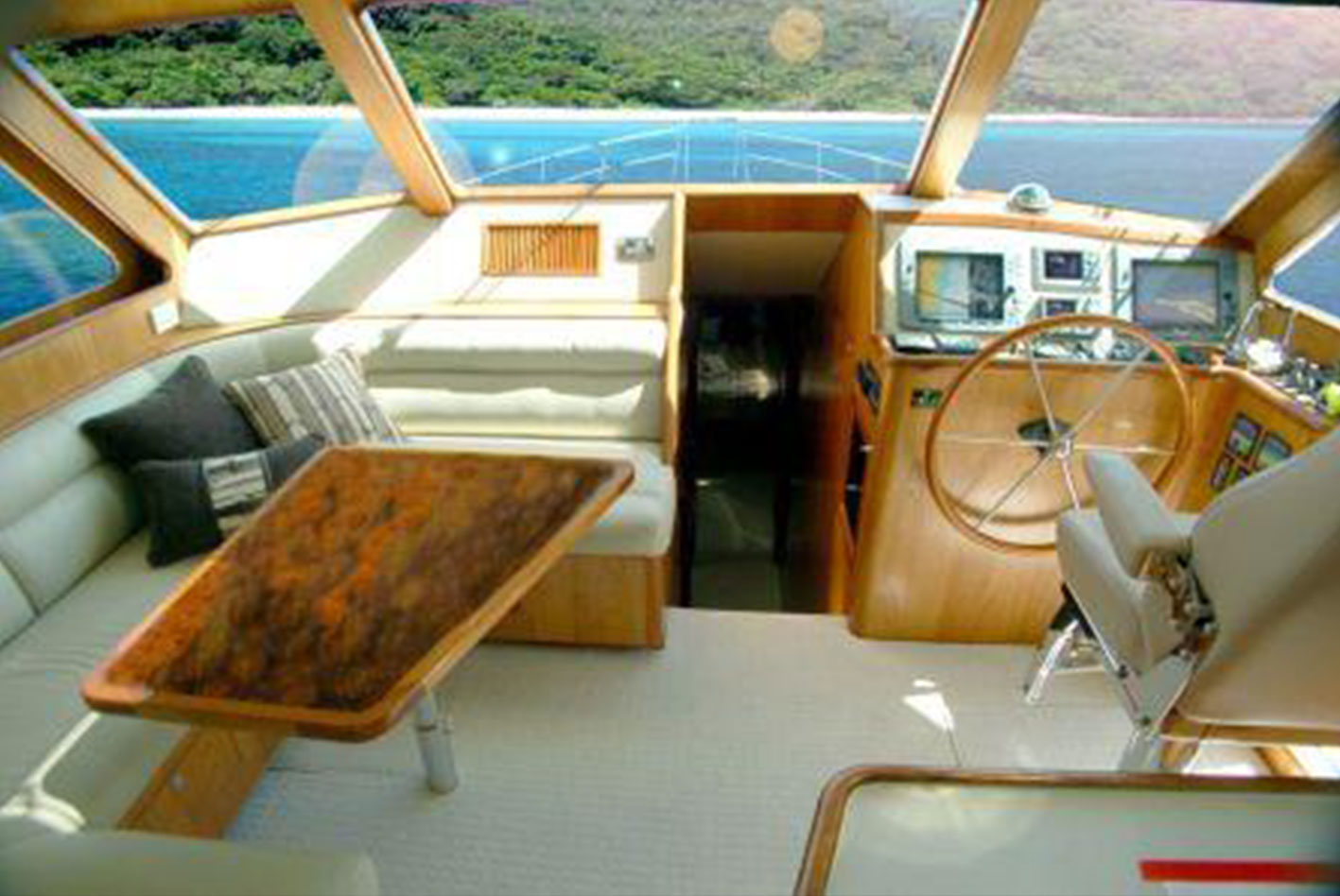 Alaska-65-pilothouse-07