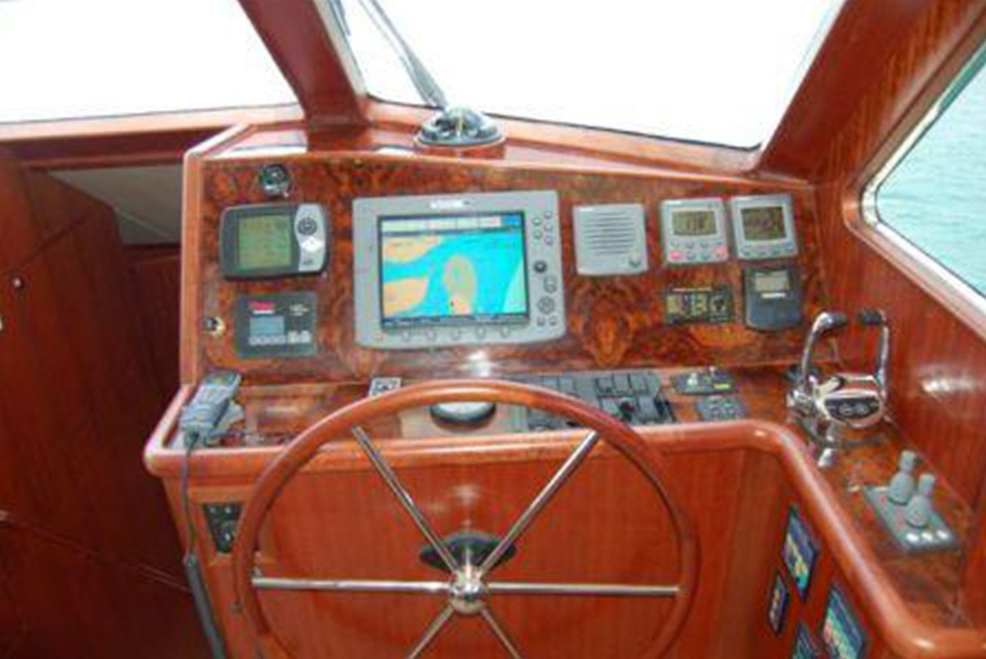 Alaska-65-pilothouse-09