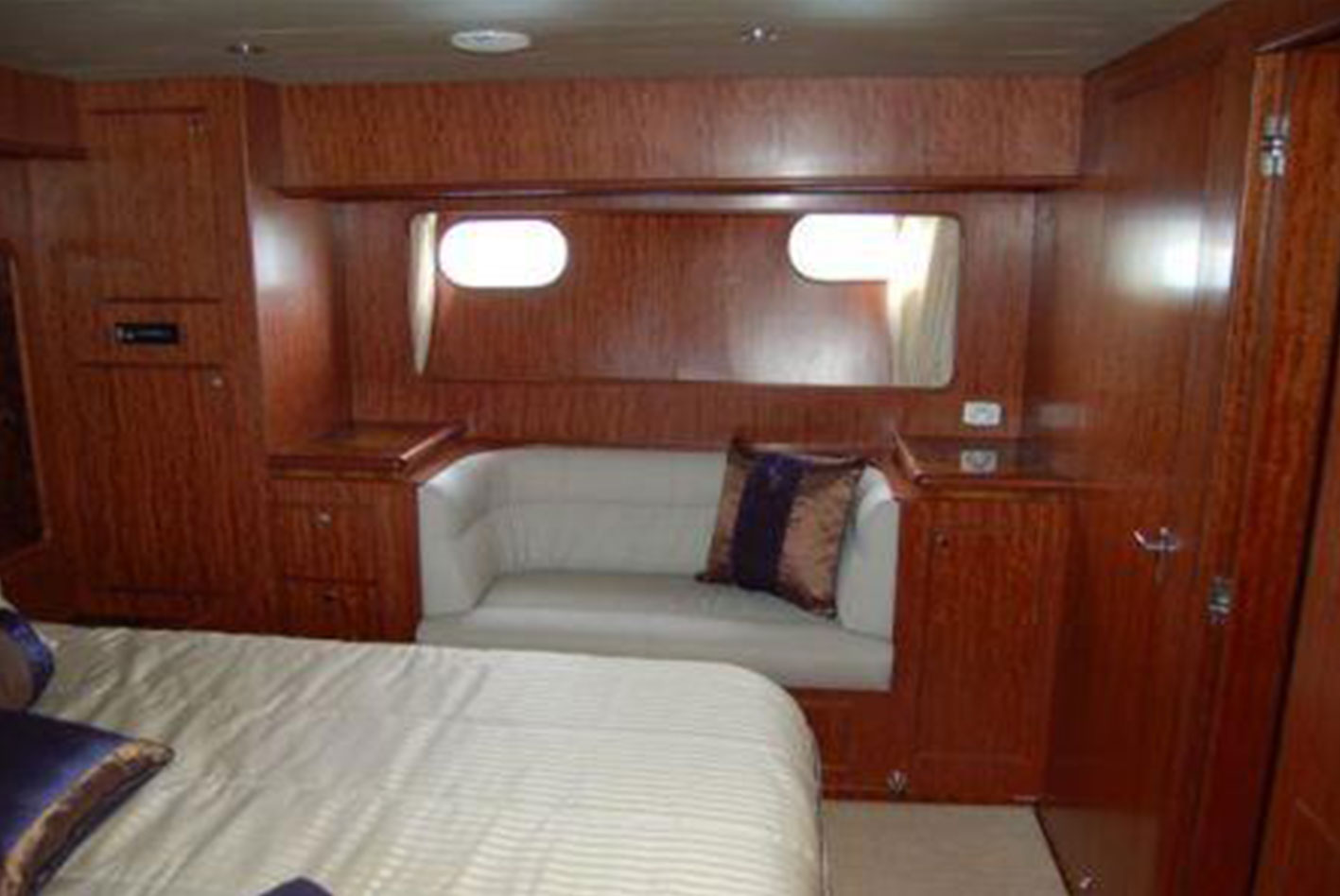 Alaska-65-pilothouse-12
